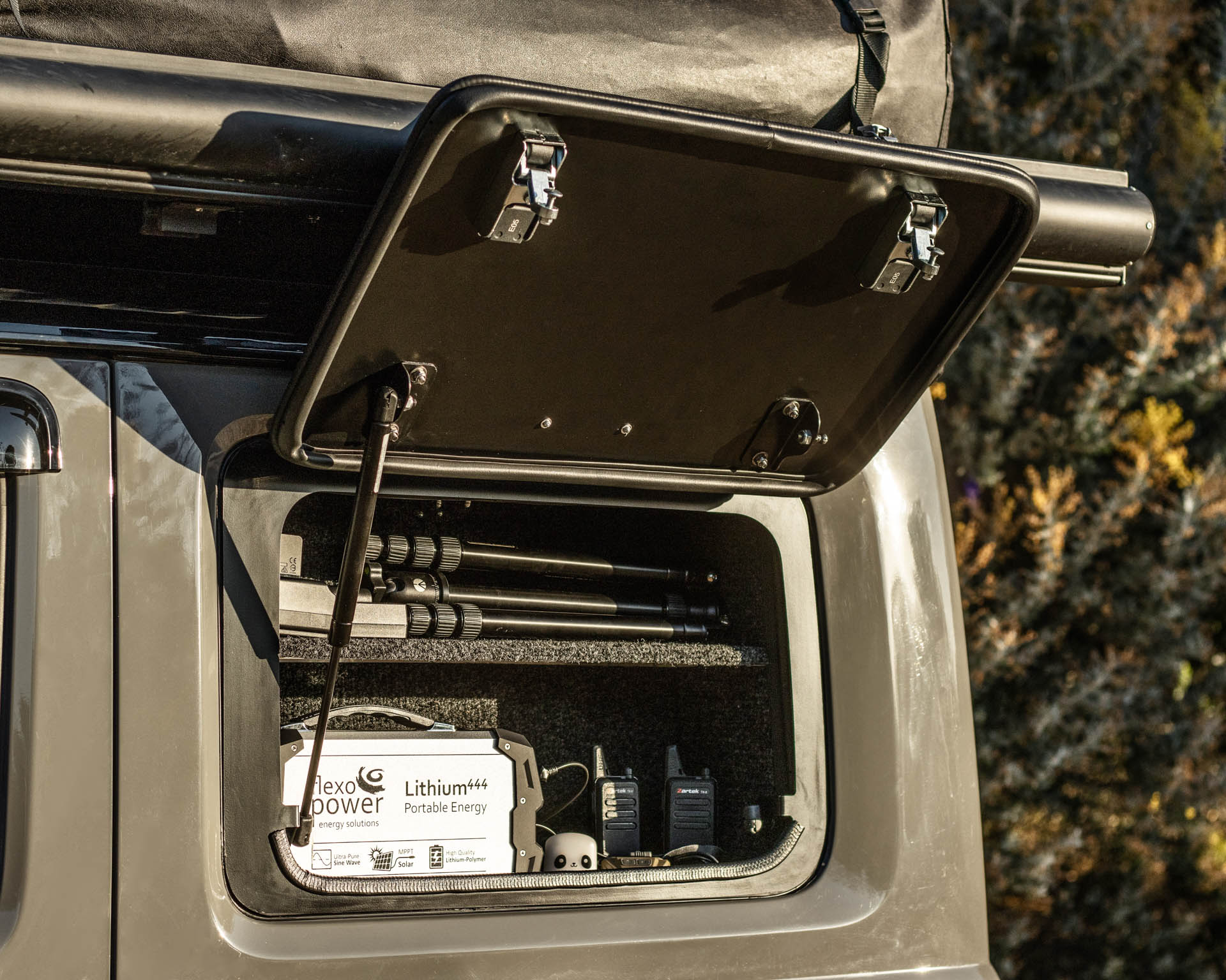 jimny gullwing and cupboard